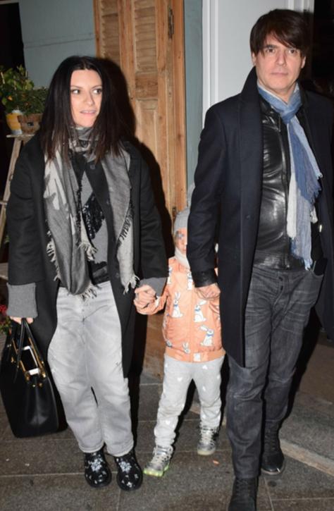 Laura Pausini con il compagno e la figlia al ristorante per festeggiare San Valentino (Foto)