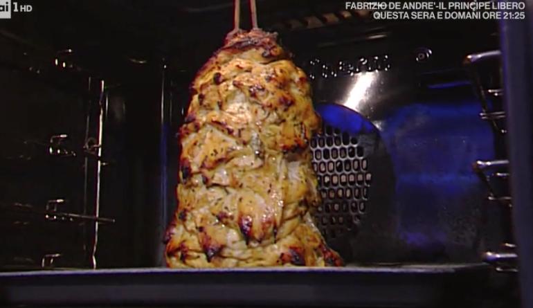 Ricetta Kebab Con Petto Di Pollo.Andrea Mainardi Fa Il Kebab Di Pollo A La Prova Del Cuoco 13 Febbraio 2018 Ultime Notizie Flash