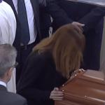 Carlotta Mantovan, nel giorno dei funerali di Fabrizio Frizzi la forza del suo amore (Foto)
