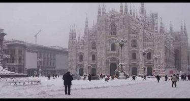 la neve a milano, strade imbiancate
