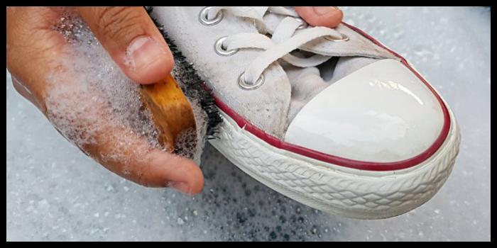 adidas bianche ingiallite