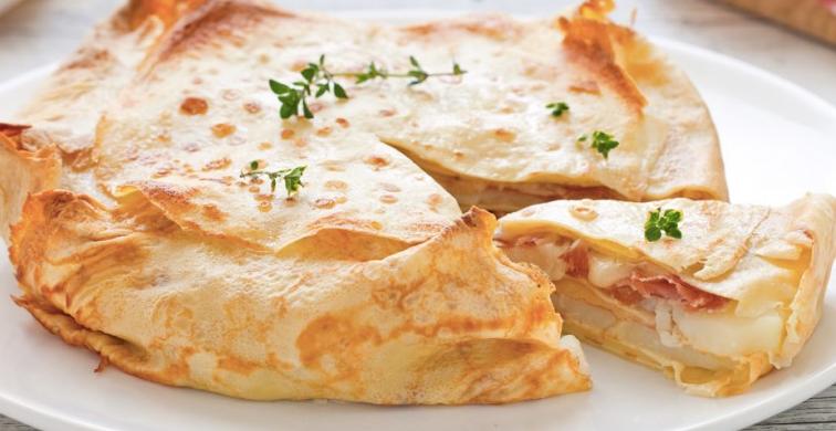 La ricetta della torta di crepes con prosciutto e formaggio