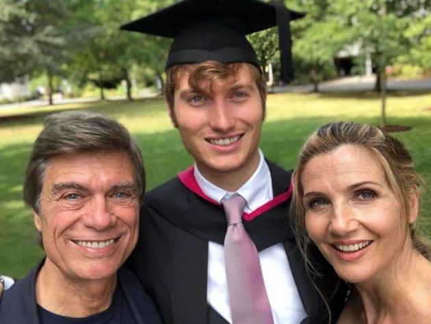 Lorella Cuccarini felice per la laurea del figlio, l'orgoglio nella sua dedica (Foto)