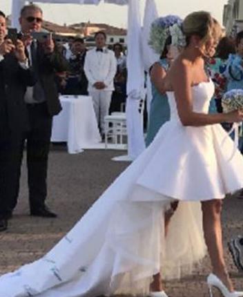 Francesca Barra, sul suo abito da sposa dediche speciali ma non è la prima vip (Foto)