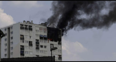 parigi, incendio in un grattacielo