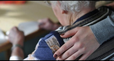 pisa, 80enne viene derubata in casa