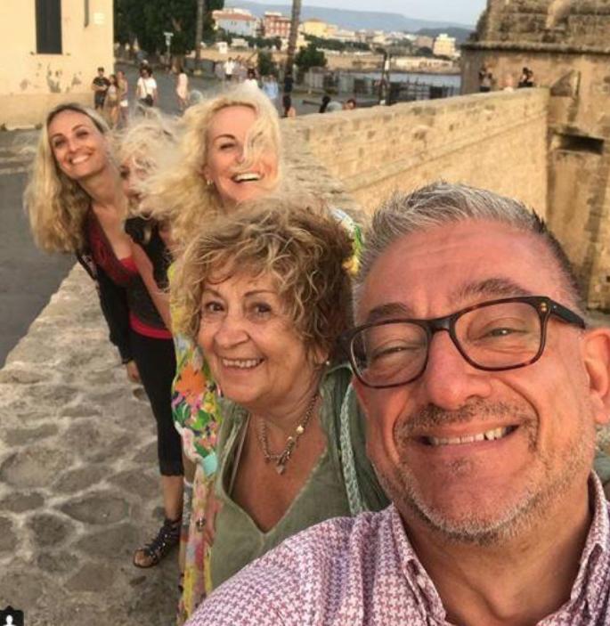 Antonella Clerici con gli ex de La prova del cuoco ad Alghero, una vacanza meravigliosa (Foto)