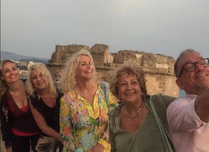Antonella Clerici e Anna Moroni in vacanza con gli amici de La prova del cuoco (Foto)