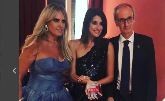 Elisa Isoardi riceve il premio Diva e Donna dell'anno a