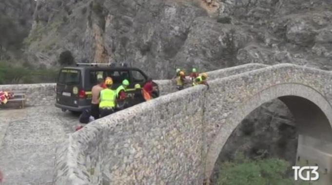 Civita: straripa il Raganello, sono 11 le vittime e si cercano ancora i dispersi