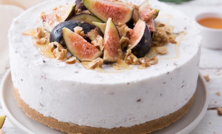 La ricetta della torta gelato fior di latte con noci e cioccolato