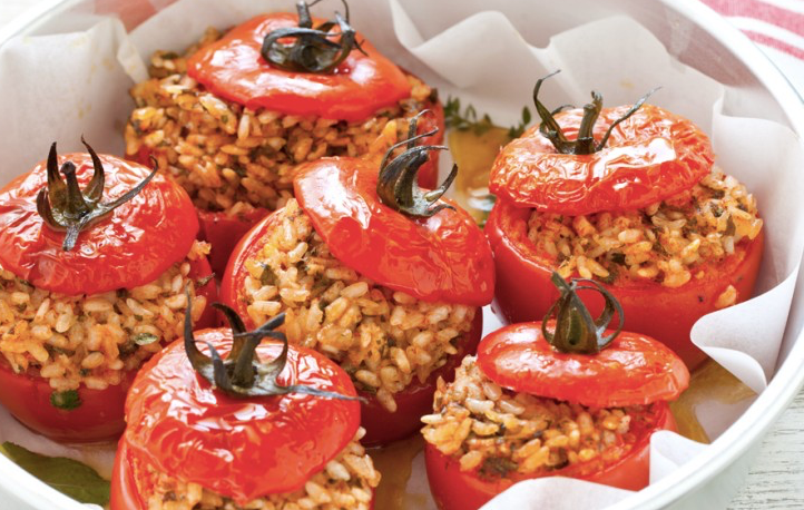 La ricetta dei pomodori ripieni di riso, una vera bontà caldi o freddi