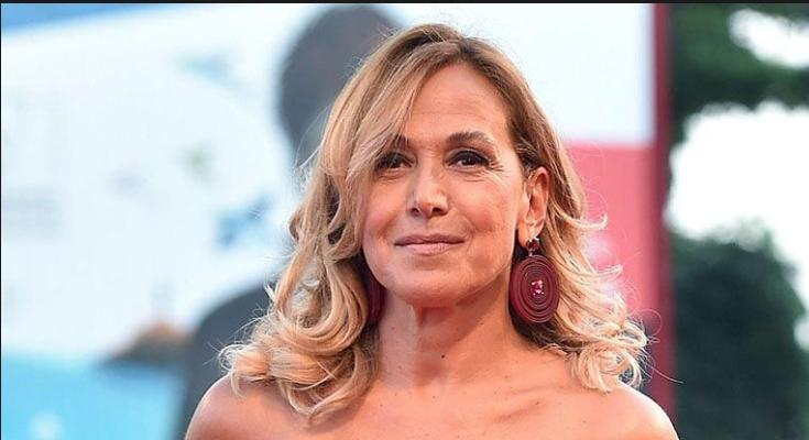 Barbara D'Urso parla dei figli, uno medico l'altro regista ma non vogliono si sappia che è la madre (Foto)