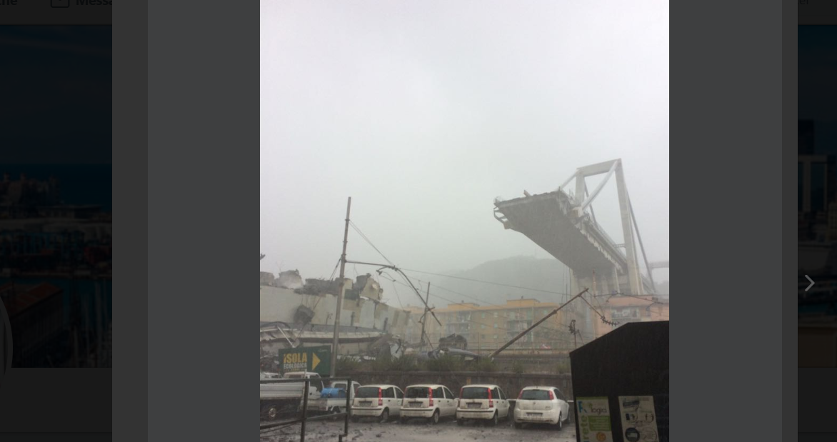 Crolla ponte sull'autostrada A10 a Genova: si temono morti