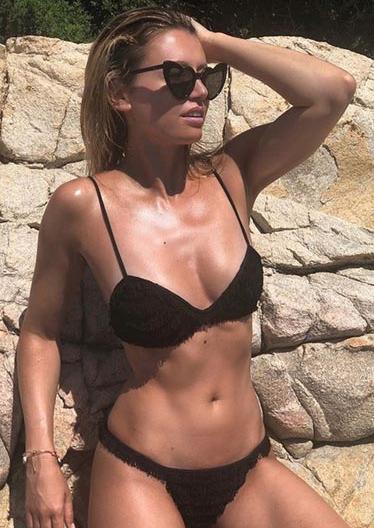 Le ex veline si ritrovano in Sardegna, in bikini lo show da Melissa Satta a Giorgia Palmas (Foto)