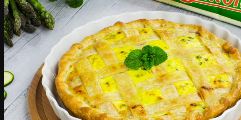 Ricette senza glutine: torta salata con asparagi, zucchine e piselli