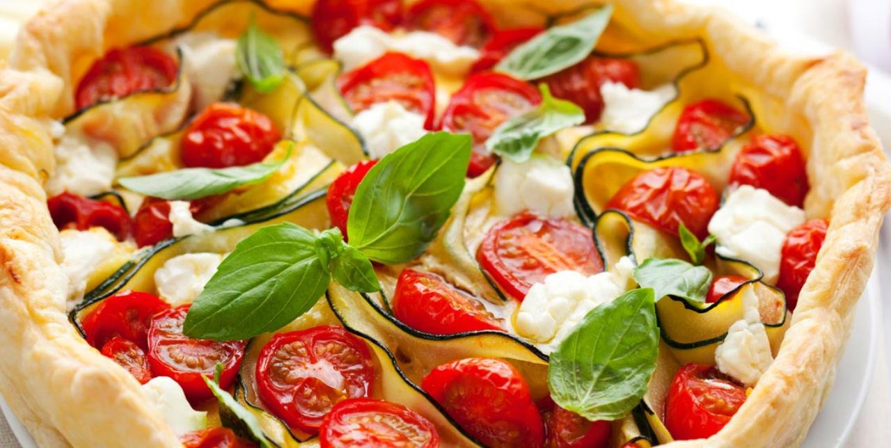 Ricette facili e veloci per l'estate: torta salata con zucchine e mozzarella