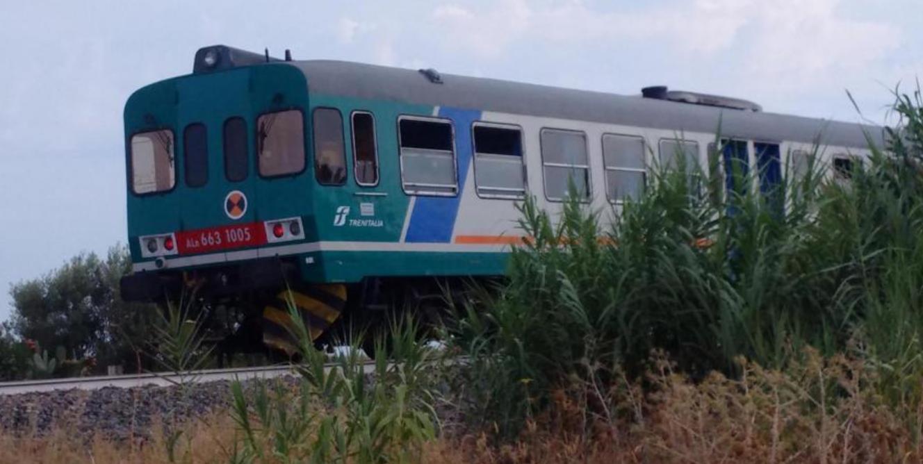 Tragedia in provincia di Reggio Calabria: treno investe una famiglia, morti due bambini