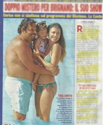 Flora Canto ed Enrico Brignano al mare con la figlia e le pancette (Foto)