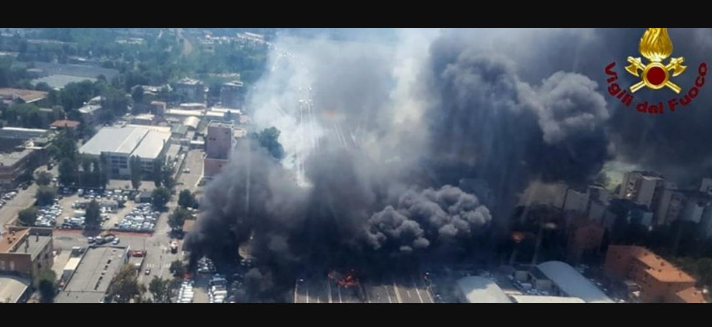 Inferno in tangenziale a Bologna dopo l'esplosione della cisterna: 2 morti, decine di feriti