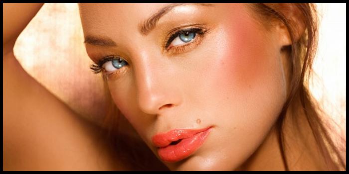 Abbronzatura, come esaltarla con il giusto make up