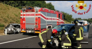 incidente sulla a1, morti due giovani ragazzi