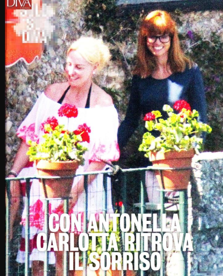 Antonella Clerici e Carlotta Mantovan in vacanza insieme: la conduttrice coccola la piccola Stella Frizzi