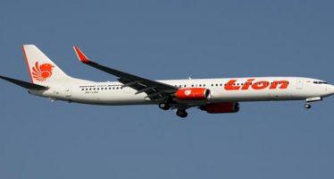 indonesia, aereo precipita in mare