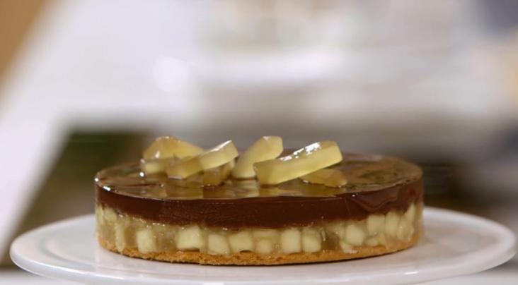 Ricetta Torta Di Mele Bake Off Italia.Ricette Bake Off Italia Extra Dolce Prepariamo La Torta Cioccolato Mele E Zenzero Ultime Notizie Flash