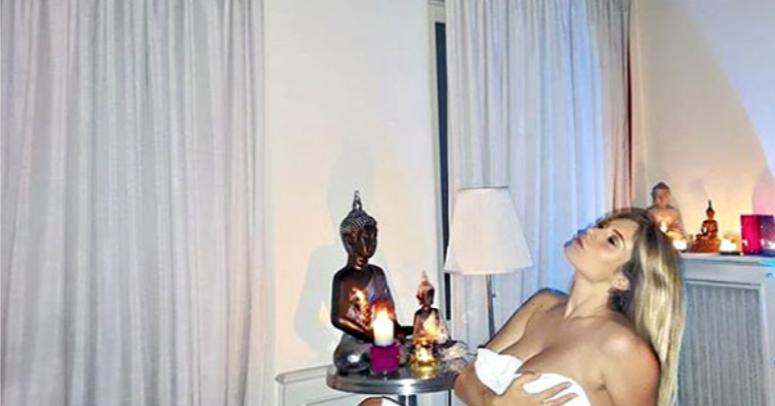 Paola Caruso col pancione senza veli per mostrare i 14 chili in più, la foto non piace a tutti (Foto)