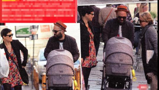 Giuliano Sangiorgi e Ilaria Macchia con la piccola Stella, è la prima passeggiata (Foto)