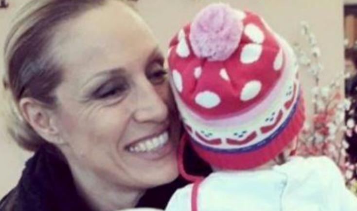 Annalisa Minetti ha risposto agli insulti per avere avuto figli da non vedente (Foto)