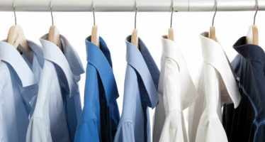 eliminare le macchie dai colletti delle camicie