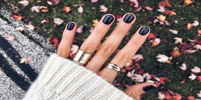 smalti scuri, come non macchiare le unghie