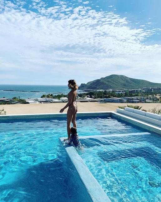 Elisabetta Canalis in vacanza in Messico con la figlia Skyler e il marito, sono bellissimi (Foto)