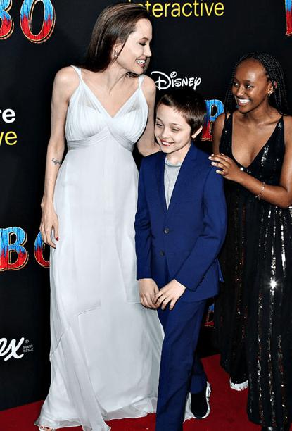 Angelina Jolie con i figli alla prima di Dumbo, Knox è identico all'attrice (Foto)