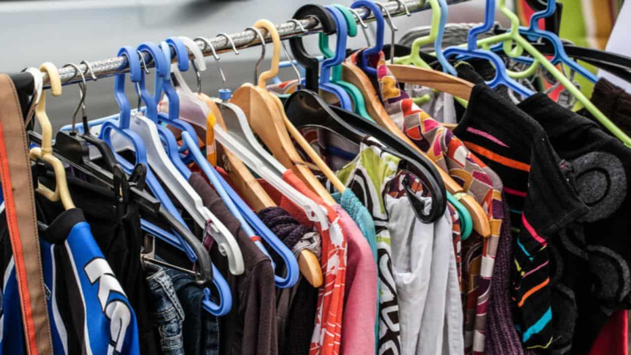 eliminare i peli dai vestiti