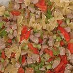 Fabio Campoli prepara farfalle con tonno e pomodori per le ricette La prova del cuoco