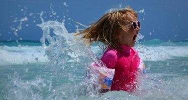 proteggere occhi bambini estate