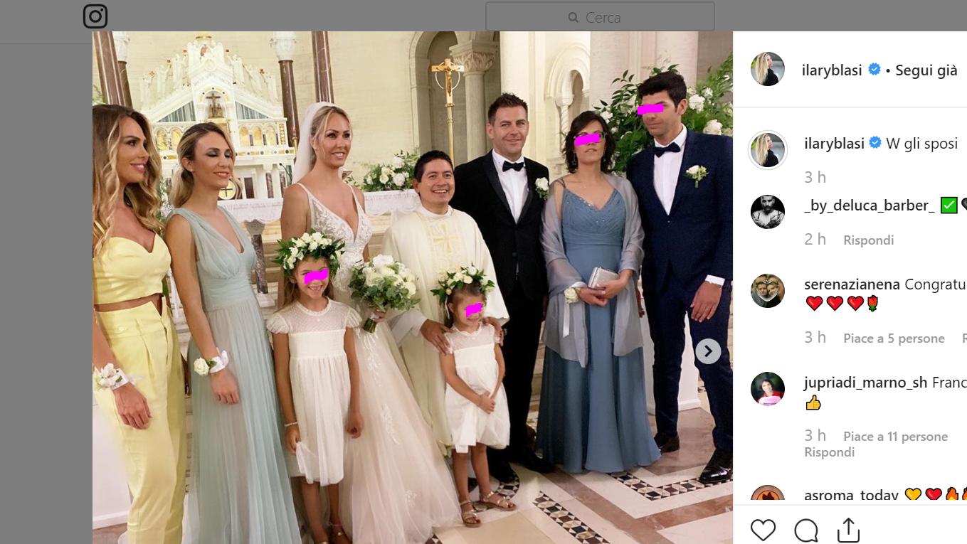 Bouquet Sposa Ilary Blasi.Al Matrimonio Di Silvia Blasi Sua Sorella Ilary Testimone E Isabel