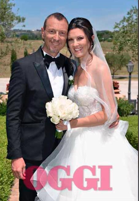 Tutte le foto del matrimonio di Amadeus, è meravigliosa Giovanna Civitillo con i due abiti da sposa (Foto)