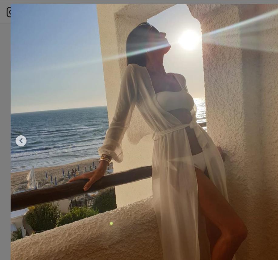 L'estate della rinascita di Pamela Prati: fisico da ventenne e pose romantiche (FOTO)