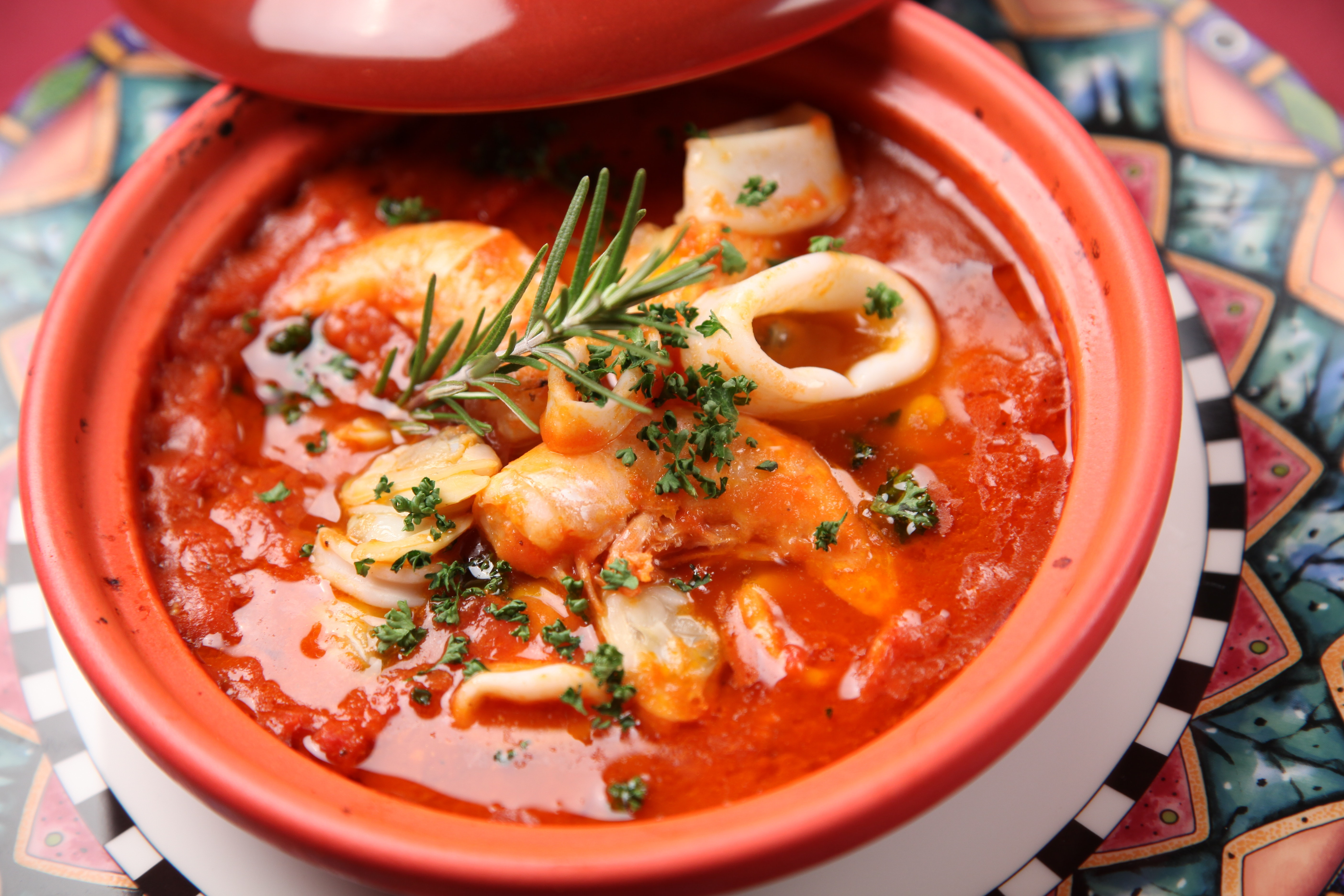 Ricette estive: facciamo la zuppetta di calamari e gamberi