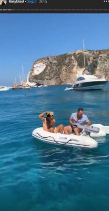 Ilary Blasi salva il paparazzo che la stava spiando e sullo yacht il siparietto è da non perdere (Foto)