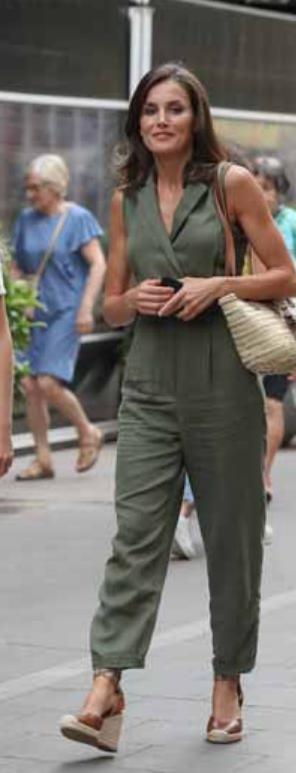 Letizia Ortiz in vacanza a Maiorca e i suoi outfit sono una vera sfilata di moda (Foto)