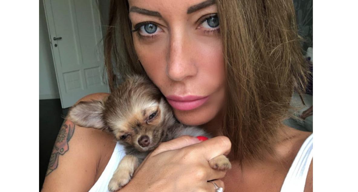 Karina Cascella criticata, ha comprato un'altra cagnolina subito dopo la morte di Carolina (Foto)
