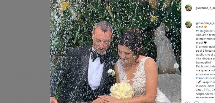 Anniversario Matrimonio Un Mese.Giovanna E Amadeus Festeggiano Il Loro Mesiversario Dopo Il