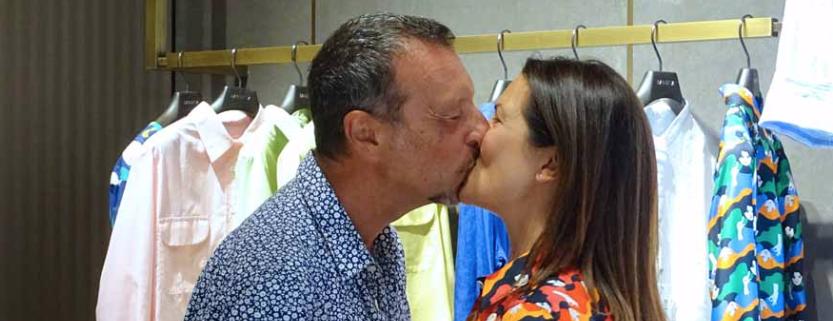 Amadeus e Giovanna Civitillo, shopping e amore tutti insieme e lei come sempre è una meraviglia (Foto)