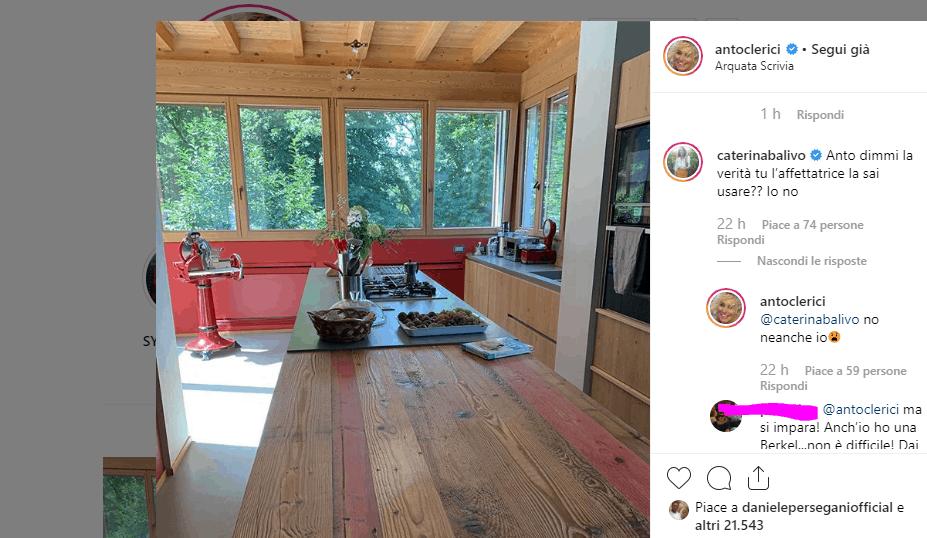 Antonella Clerici mostra la sua cucina e viene accusa di ostentare tra affettatrice e ironia (FOTO)