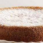 La ricetta della torta buonissima con burro morbido e zucchero di canna